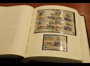 UNO Wien 1988-2002 reichhaltige Sammlung ** mit vielen KLB, Ganzsachen ect
