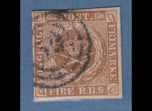 Dänemark Klassik Mi.-Nr. 1 II b gelblichbraun mit Ring-Nr. O